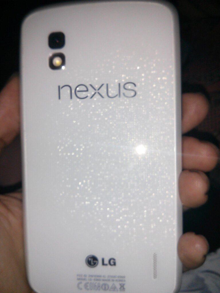 nexus-4-bianco-2