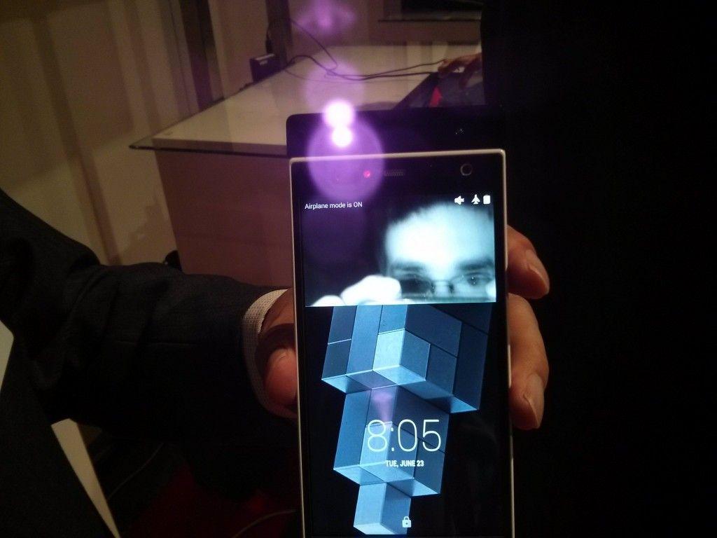 smartphone con riconoscimento iride fujitsu-1