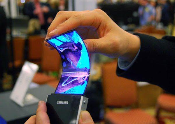 Samsung, nel 2017 il primo smartphone pieghevole