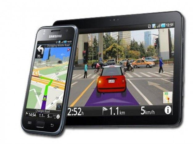 usi alternativi vecchi smartphone Android navigatore auto