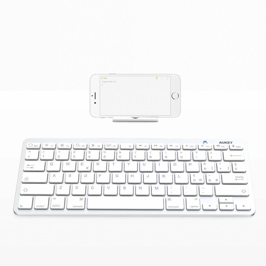 Aukey è diventata leader nel mercato degli accessori mobile fornendo prodotti per ogni esigenza e questa tastiera è l'ennesima prova.