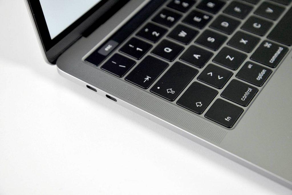 macbook pro late 2016 touchbar - recensione- cassa sinistra