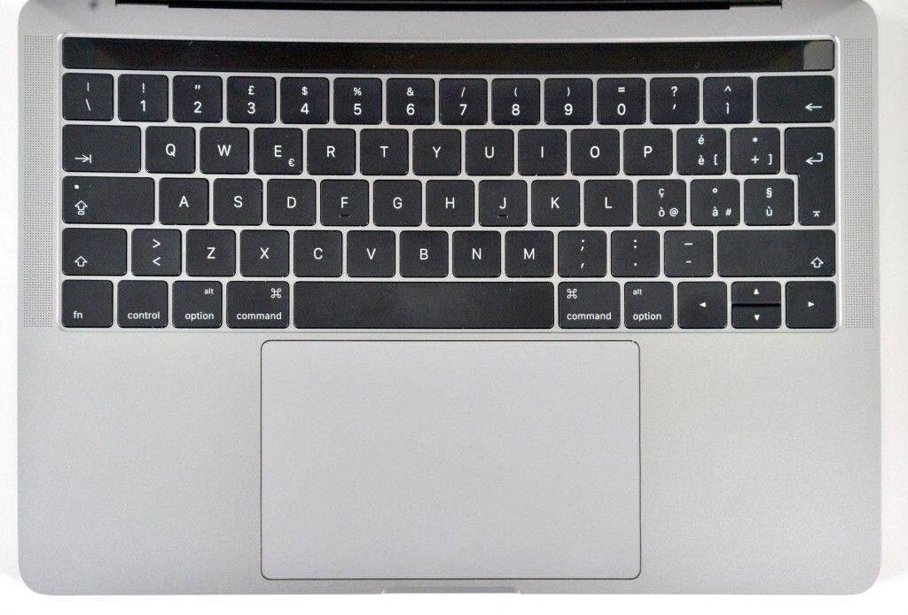 macbook pro late 2016 touchbar - recensione- tastiera touchbar touchpad