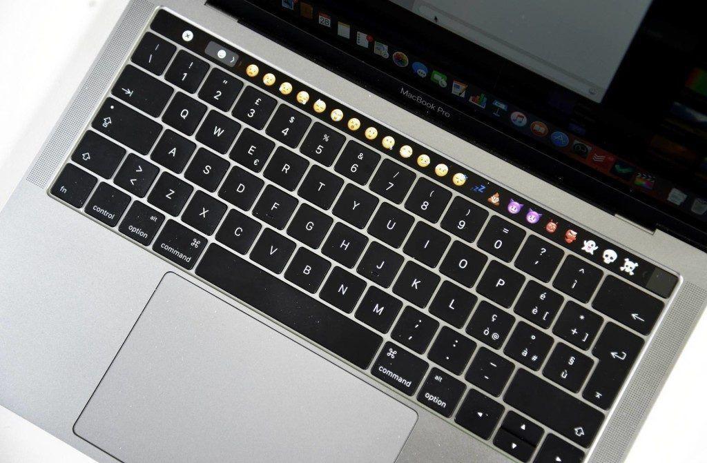macbook pro late 2016 touchbar - recensione- touchbar