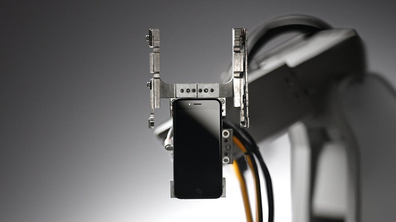 Apple presenta Liam, il robot che smonta gli iPhone