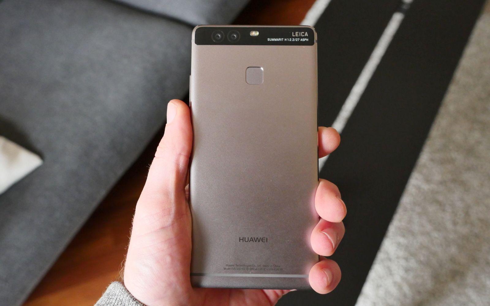Huawei P10: come creare una cartella per ordinare le applicazioni