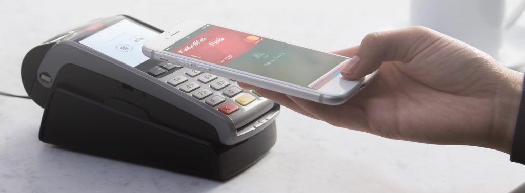 Apple Pay permetterà, con il nuovo iOS 11, di inviare denaro da una persona all'altra mediante iMessage!