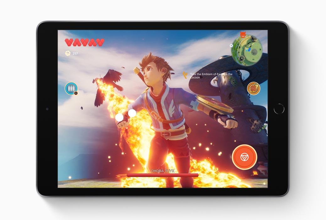 Il Nuovo iPad con display da 10,2 in cui viene riprodotto un videogioco