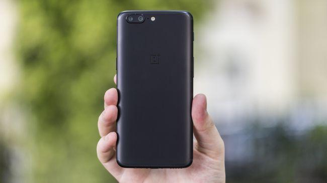 Il design di OnePlus 5 è da numero uno, anche se il metallo non ci convince appieno