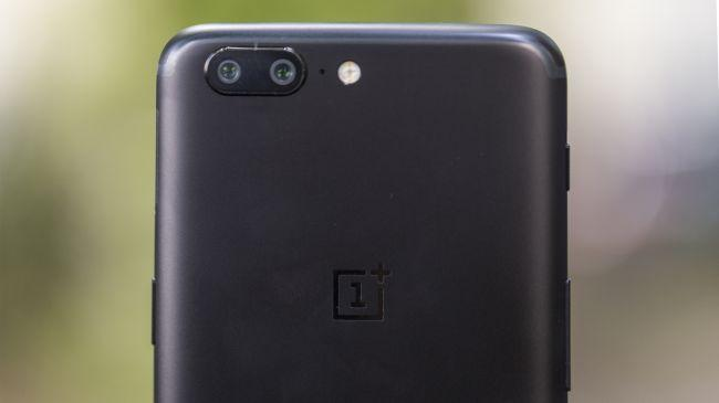 La fotocamera anteriore e posteriore di OnePlus 5 è uno dei pregi di questo device