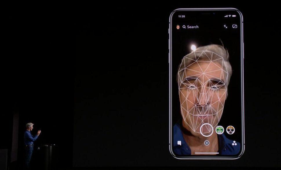 Face ID riconoscimento facciale iPhone X