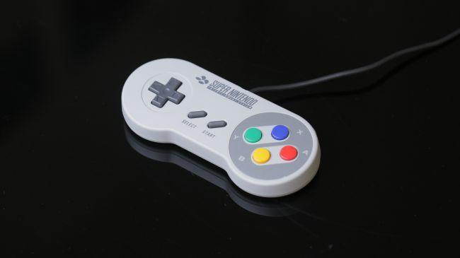 recensione snes classic mini - controller uguale all originale