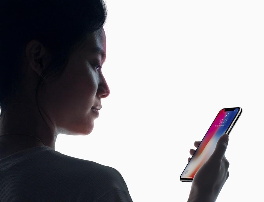 Face ID iPhone X riconoscimento facciale