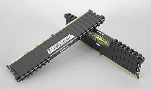 Лучшая аппаратная периферия: Corsair Vengeance LPX DDR4-3000 16GB