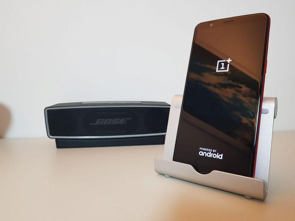 Android in versione personalizzata su OnePlus 5T Lava Red