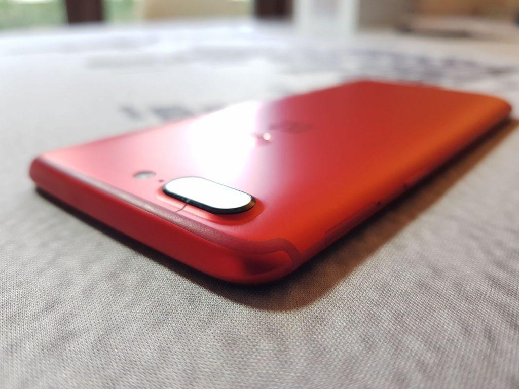 Doppia fotocamera di OnePlus 5T Lava Red
