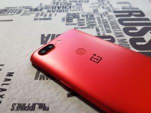 Recensione OnePlus 5T Lava Red retro 2