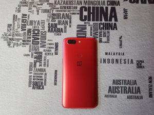 Recensione OnePlus 5T Lava Red retro