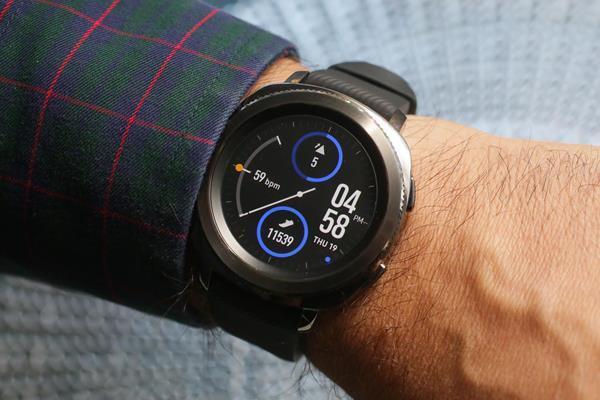 Migliori smartwatch da uomo: Samsung Gear Sport
