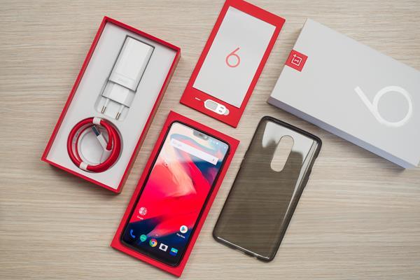 Recensione OnePlus 6: unboxing