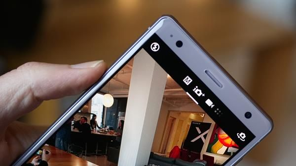 Forzare riavvio Sony Xperia XZ2