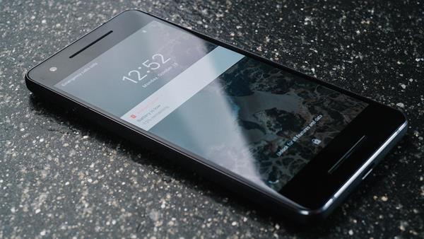 Migliori smartphone resistenti all'acqua: Google Pixel 2