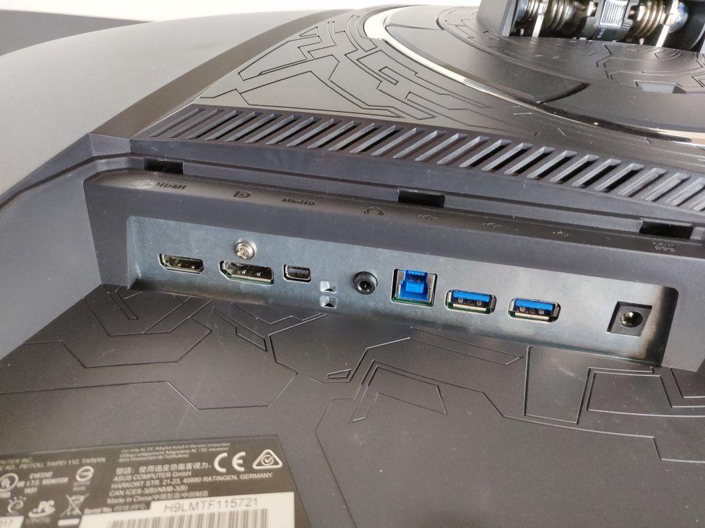 Asus ROG Strix XG32VQ porte
