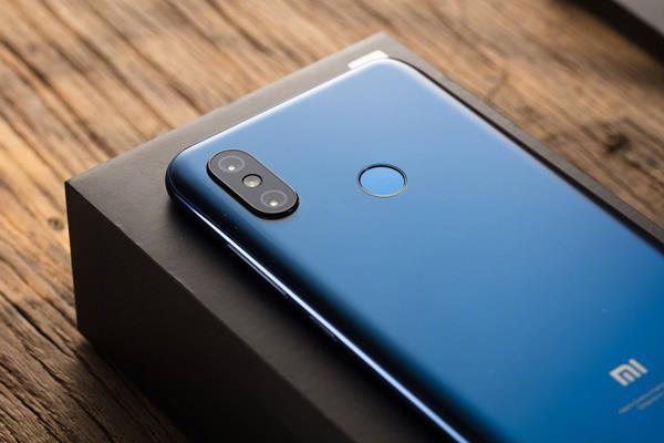 Confronto Xiaomi Mi 8: Design