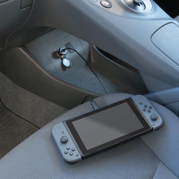 Migliori accessori Nintendo Switch: Caricabatterie per auto