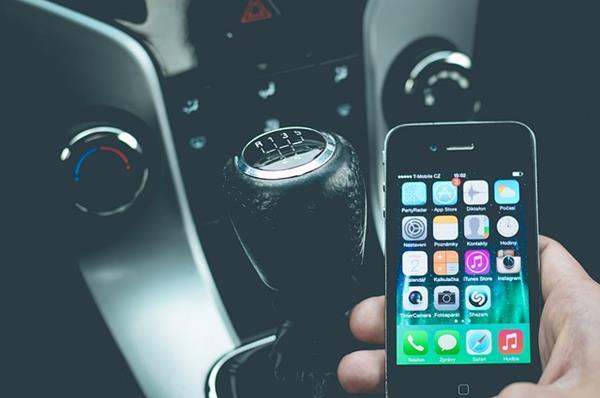 Supporti auto per smartphone