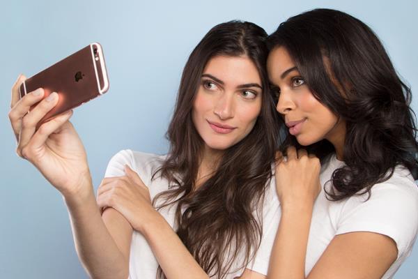 Selfie su iPhone: la luce