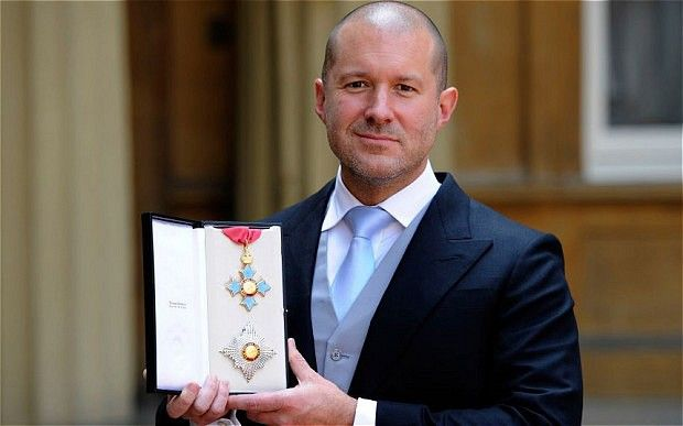 sir JONATHAN IVE nominato baronetto