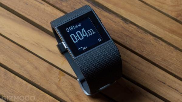 Migliori fitness tracker e smartwatch multisport: Fitbit Surge