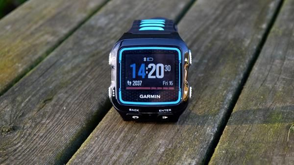 Migliori fitness tracker e smartwatch multisport: Garmin Forerunner 920XT