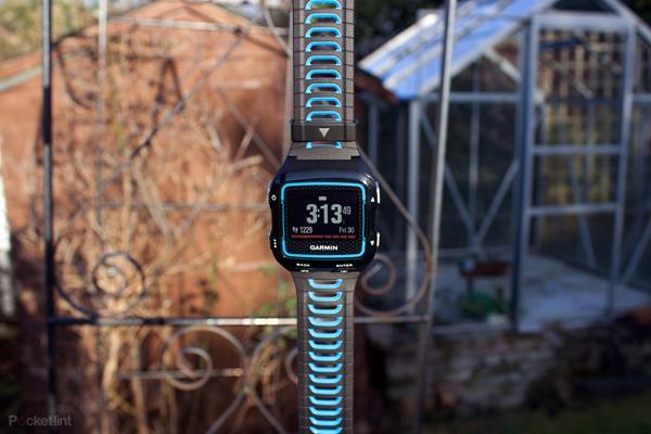 Migliori fitness tracker e smartwatch per il nuoto: Garmin Forerunner 920XT