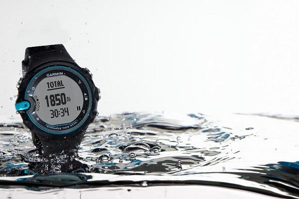 Migliori fitness tracker e smartwatch per il nuoto: Garmin Swim
