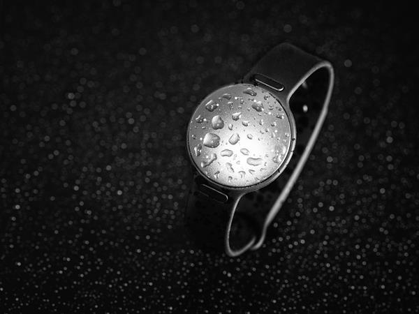 Migliori fitness tracker e smartwatch per il nuoto: Misfit Shine 2