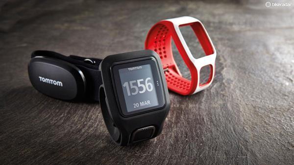 Migliori fitness tracker e smartwatch per il nuoto: TomTom MultiSport