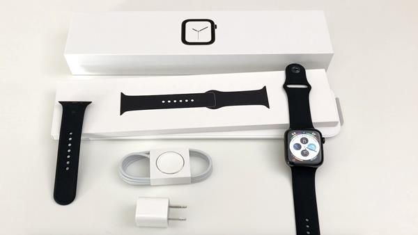 Recensione Apple Watch serie 4: Unboxing