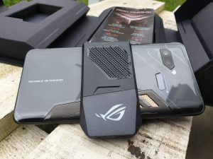 Asus ROG Phone aero active cooler montato