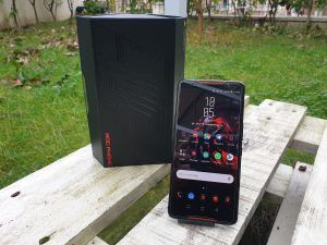Asus ROG Phone display e lato frontale