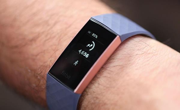 Migliori fitness tracker e smartwatch per la bicicletta: Fitbit Charge 3