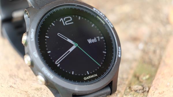 Migliori fitness tracker e smartwatch per la corsa: Garmin Forerunner 935