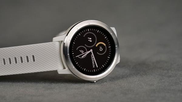 Migliori fitness tracker e smartwatch per la corsa: Garmin Vivoactive 3