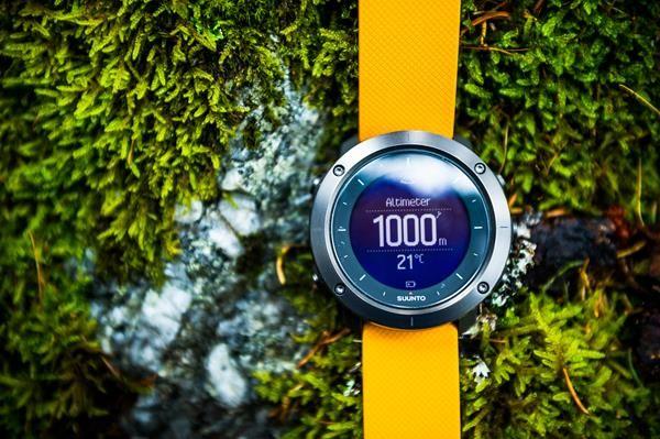 Migliori fitness tracker e smartwatch per la bicicletta: Suunto Traverse