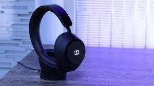 Dimension Headphones con la base di ricarica