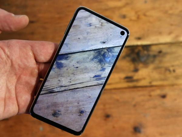 Recensione Samsung Galaxe S10e: Display