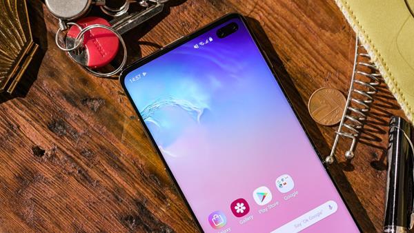 Recensione Samsung Galaxy S10+: Display