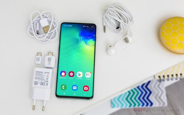 Recensione Samsung Galaxy S10: Unboxing