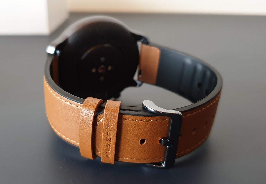 Il cinturino in pelle e silicone di Amazfit GTR